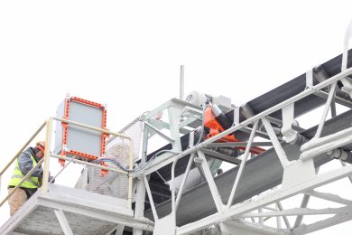 Automated tensioner for conveyor belt cleaners reduces wear and maintenance
