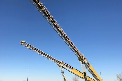 Record Superior 64 m road-portable telescoping radial stacking conveyor