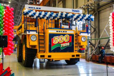 BELAZ celebrates 500th 7558 series 90 t mining truck plus finalises new wheel loader